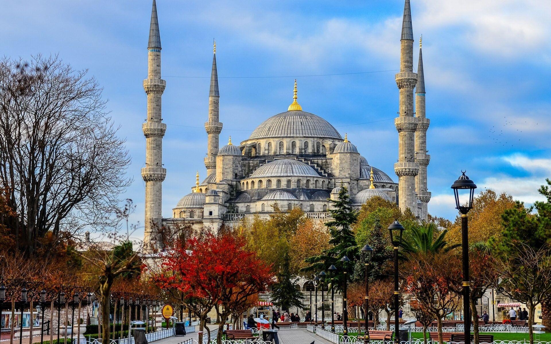 تور استانبول پاییز 98
